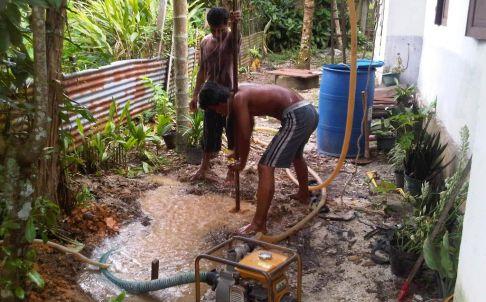 Pemasangan pipa dan mesin sumur bor